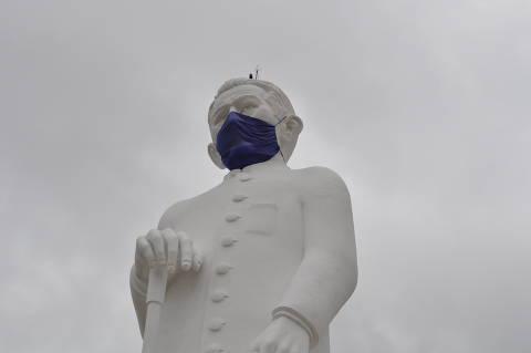 Países europeus endurecem regras e exigem máscaras mais resistentes contra Covid-19