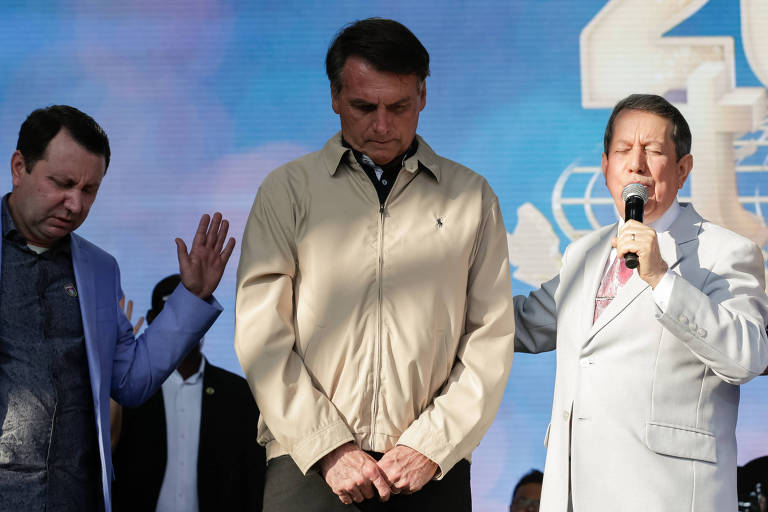Presidente Jair Bolsonaro ao lado do missionário R. R. Soares, em cerimônia de celebração de 40 anos da Igreja Internacional da Graça de Deus