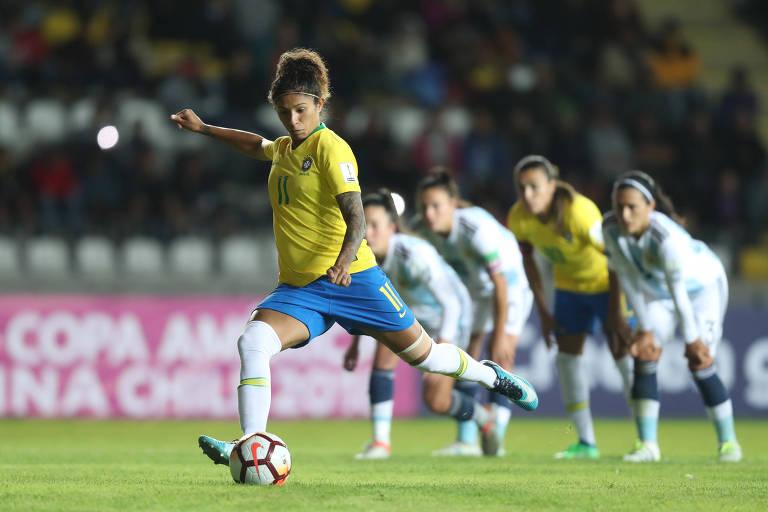 A jogadora Cristiane durante partida da seleção feminina
