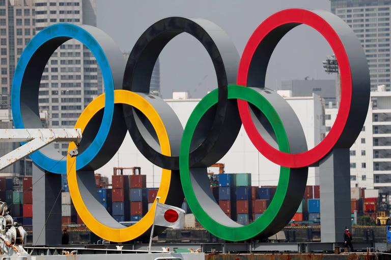 Os anéis olímpicos instalados em Tóquio