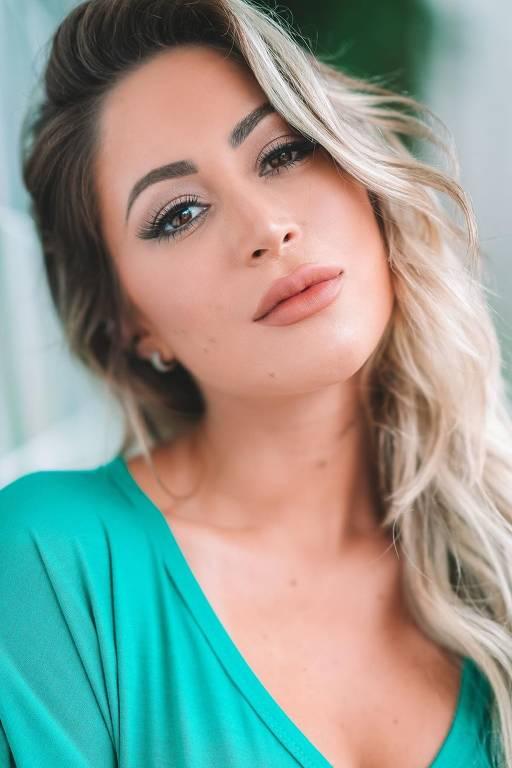 Imagens da modelo Carol Narizinho