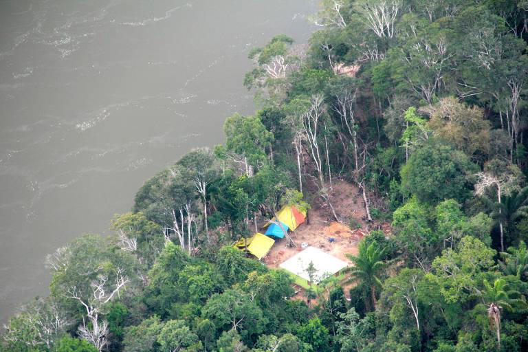 Base da Funai (Fundação Nacional do Índio) invadida por garimpeiros, em terras da tribo Yanomami, no Amazonas