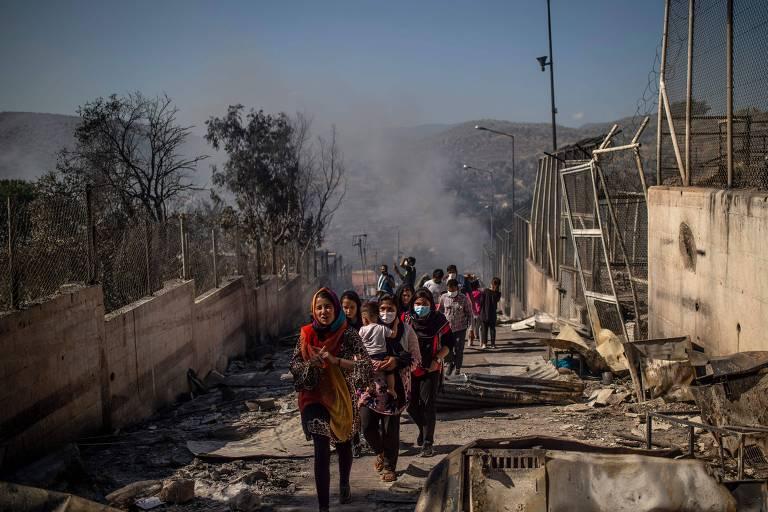Isolamento de contaminados por coronavírus termina em incêndio em campo de refugiados na Grécia