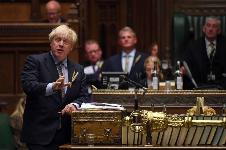 O premiê britânico, Boris Johnson, participa de sessão no Parlamento nesta quarta (9)