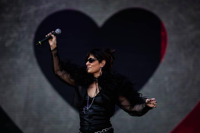 Cantora em palco