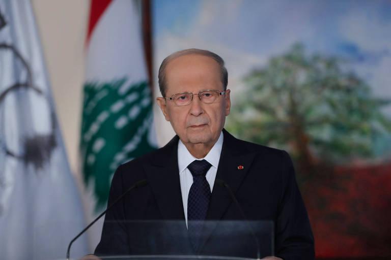 Presidente libanês vira alvo de críticas ao distribuir entre guarda-costas chá doado a vítimas de explosão