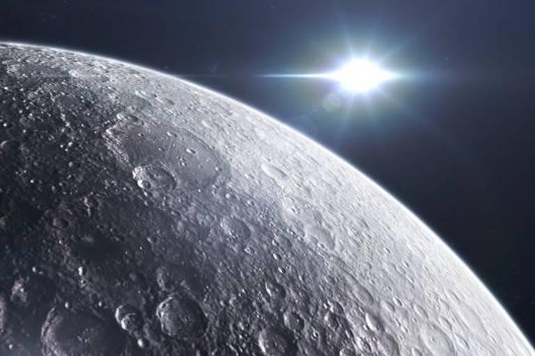 Lua vista de perto, com o Sol brilhando ao fundo