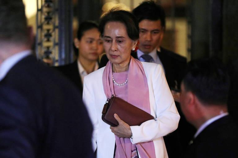 A líder de Mianmar, Aung San Suu Kyi, deixa a Corte Internacional de Justiça no ano passado após audiências no caso que acusa o Exército de genocídio de rohingyas