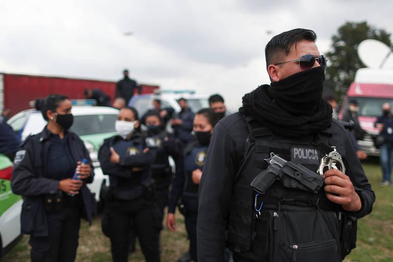 Policiais de Buenos Aires protestam por melhores salários e condições de trabalho