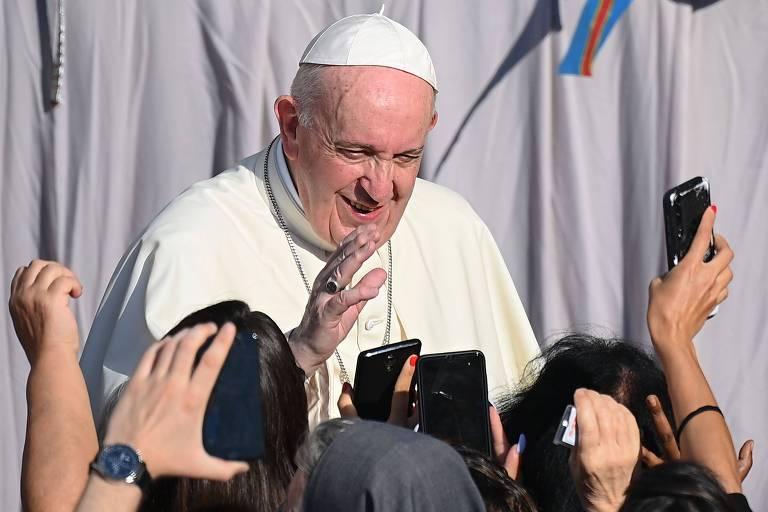 Para Francisco cumprimenta fiéis no Vaticano
