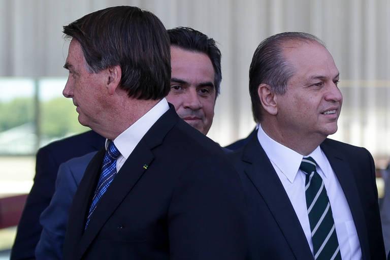 Presidente Jair Bolsonaro, acompanhado do líder na Câmara, Ricardo Barros, e do senador Ciro Nogueira
