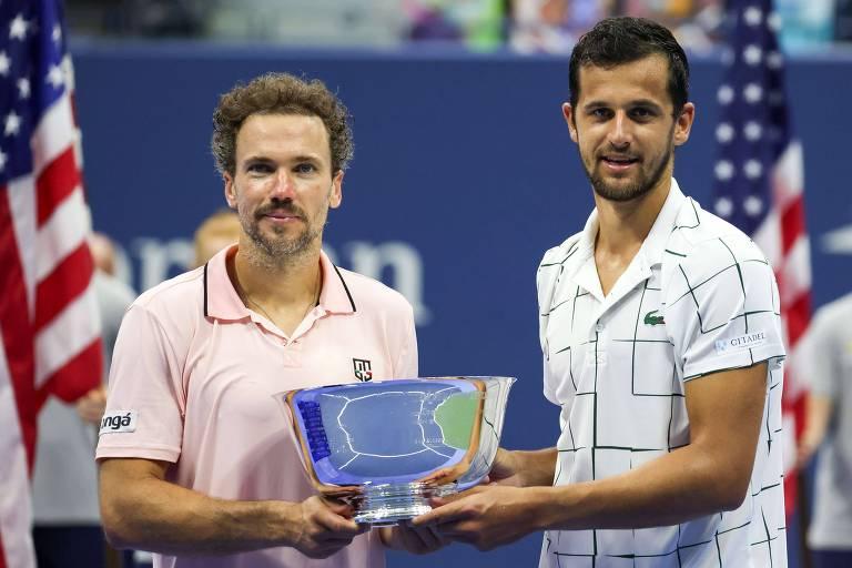 Bruno Soares e Mate Pavic com o troféu de campeão das duplas do US Open