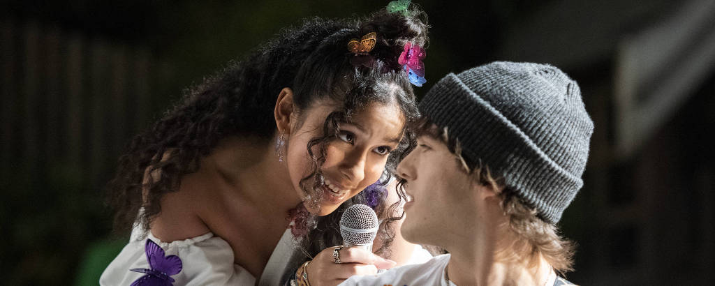 Madison Reyes e Charlie Gillespie na série 'Julie and the Phantoms'