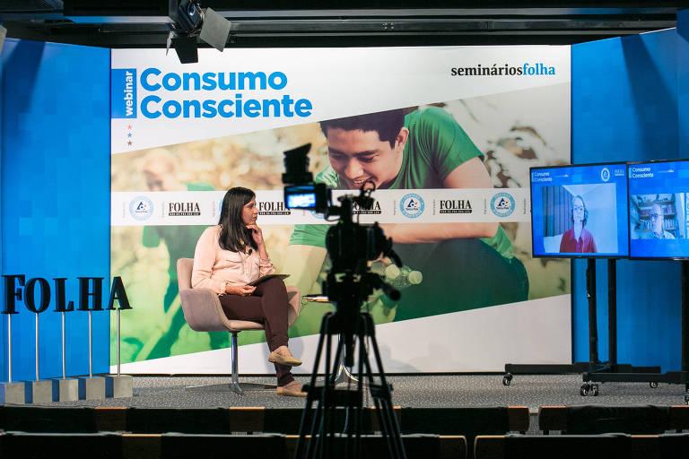 Eliane Trindade, editora do Empreendedor Social da Folha, na mediação do debate virtual sobre consumo consciente