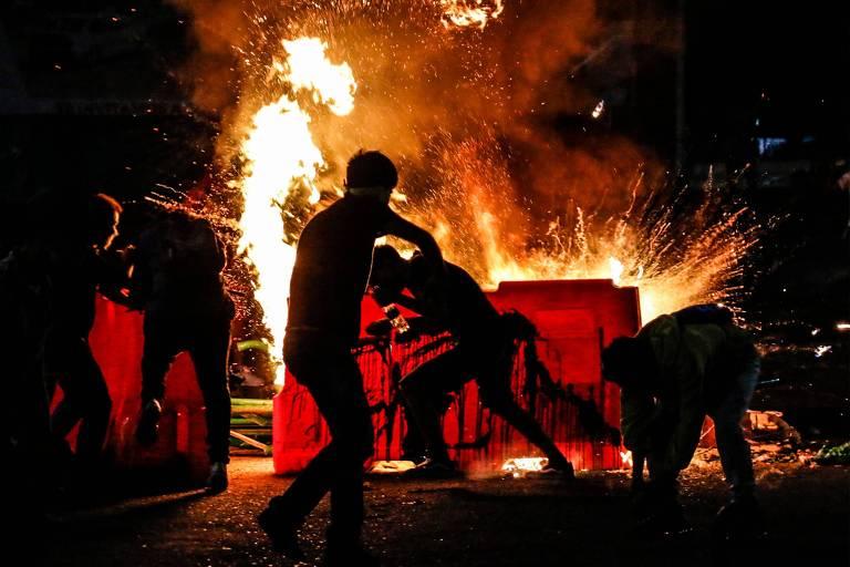 Segunda noite de protestos contra violência policial na Colômbia deixa ao menos 1 morto