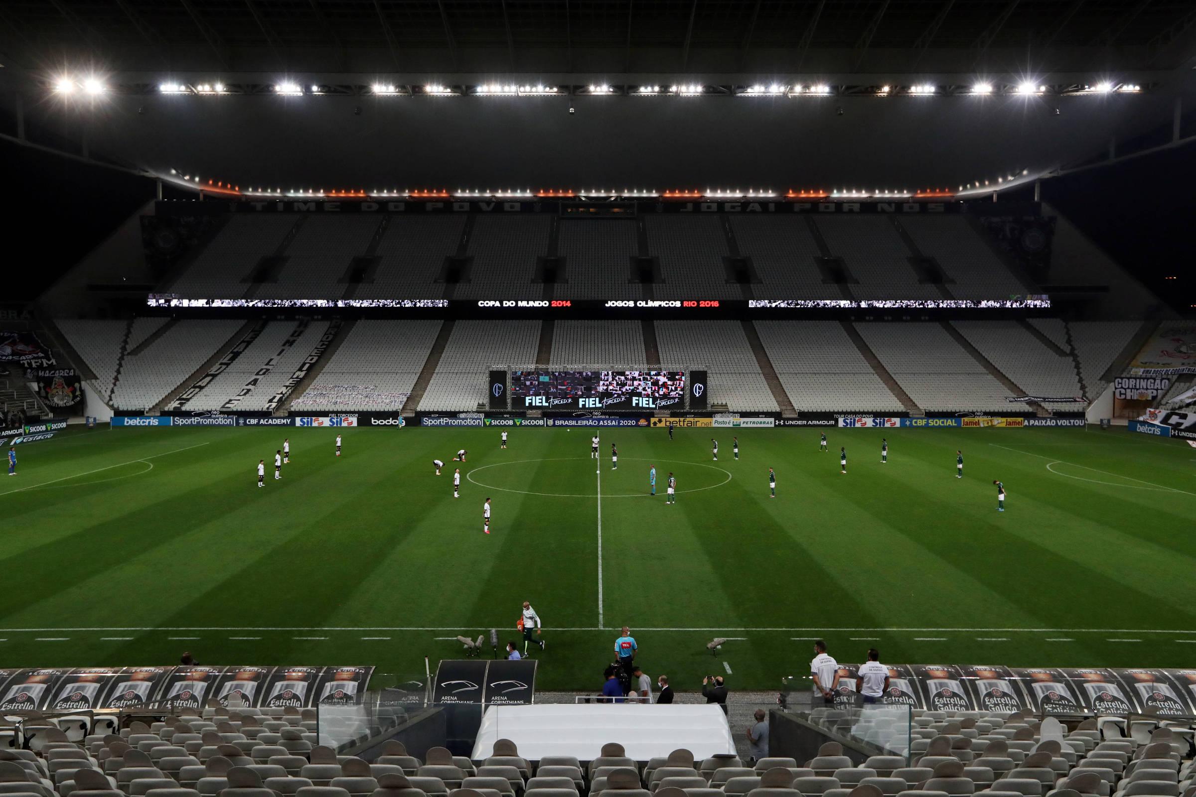 Governo de São Paulo vai liberar torcidas nos estádios a partir de novembro