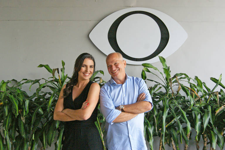 Glenda Kozlowski e Elia Júnior apresentam o Show do Esporte.