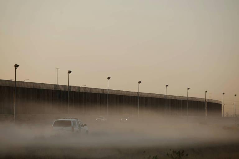 Muro na fronteira entre as cidades de El Paso, no Texas, e Ciudad Juárez, no México