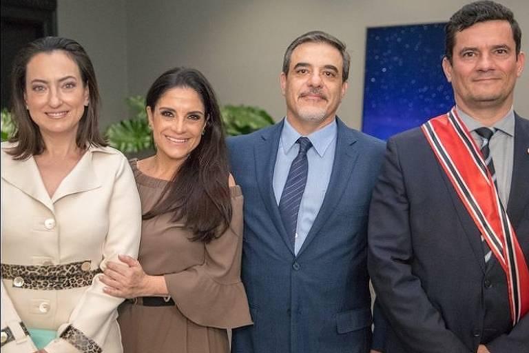 A empresária do ramo de joias Lydia Leão Sayeg e seu irmão, Ivan Leão Sayeg, com o casal Rosangela e Sergio Moro, no dia em que o ex-juiz recebeu a Ordem do Ipiranga das mãos do governador João Doria (PSDB), em 28.jun.2019.