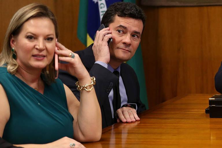Joice Hasselmann (PSL) ao lado do então ministro Sergio Moro durante reunião em Brasília, em 2019
