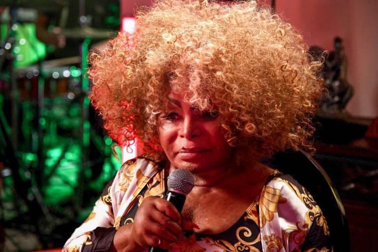 Elza Soares em casa no Rio de Janeiro para ensaio de show com hits do samba em live beneficente da Mastercard