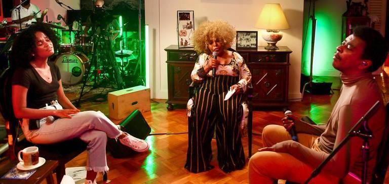 Elza Soares recebe Seu Jorge e Agnes Nunes em casa