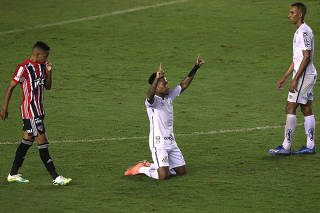 Brasileiro Championship - Santos v Sao Paulo