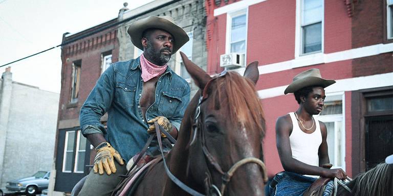 Idris Elba e astro de 'Stranger Things' são caubóis urbanos no Festival de Toronto