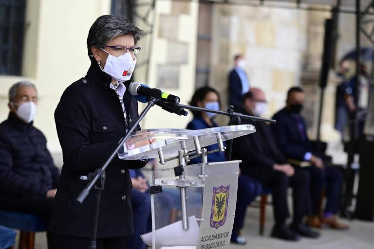A prefeita de Bogotá, Claudia López, fala em evento
