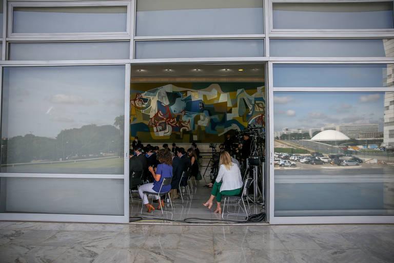 Profissionais da imprensa trabalham em meio à pandemia em Brasília