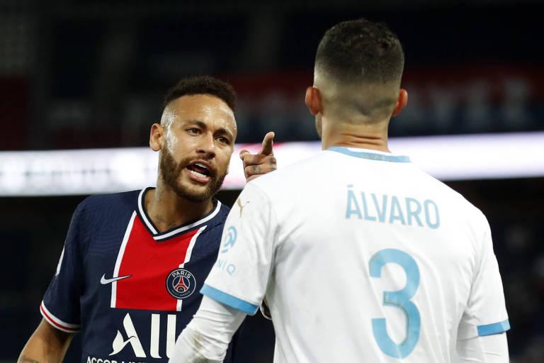 Neymar discute com o zagueiro espanhol Álvaro Gonzalez, do Olympique de Marselha