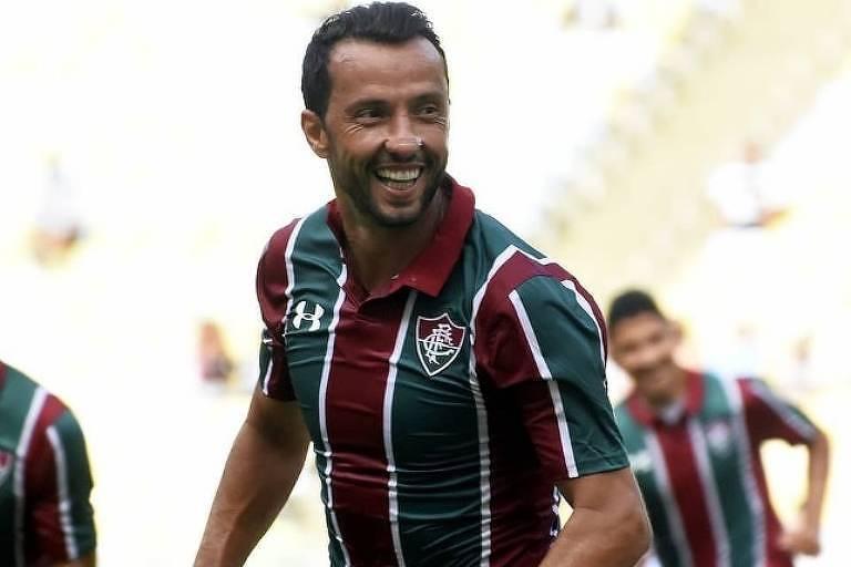Nenê comemora gol contra o Corinthians no Campeonato Brasileiro