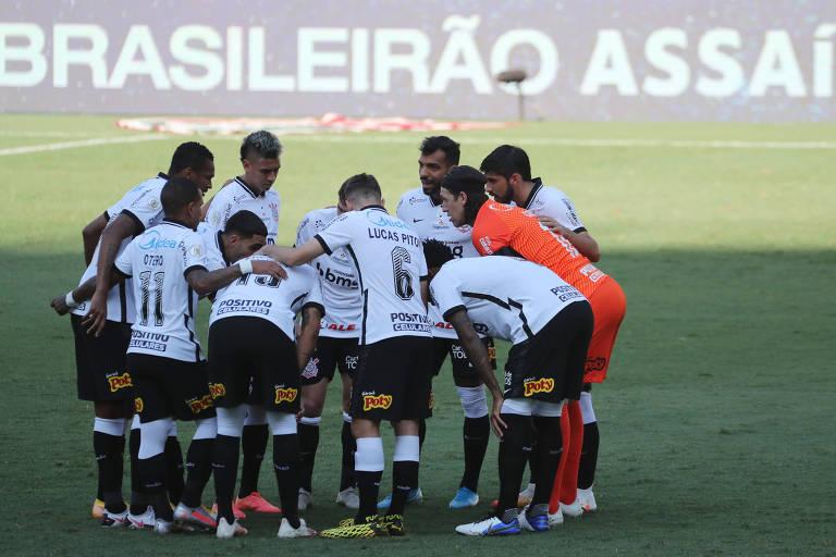 Jogadores do Corinthians antes da derrota para o Fluminense neste domingo