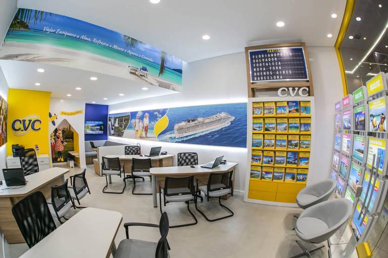 Interior de uma das lojas da CVC