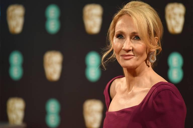 J.K. Rowling é acusada novamente de transfobia por citação em novo livro 'Troubled Blood'