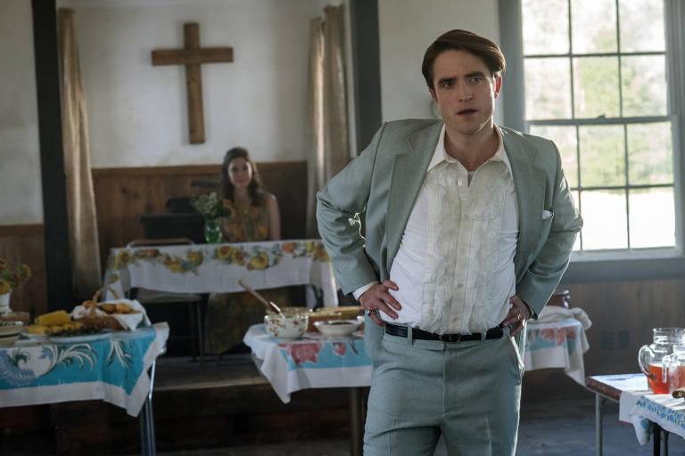 """Robert Pattinson em cena do filme """"O Diabo de Cada Dia"""", da Netflix"""