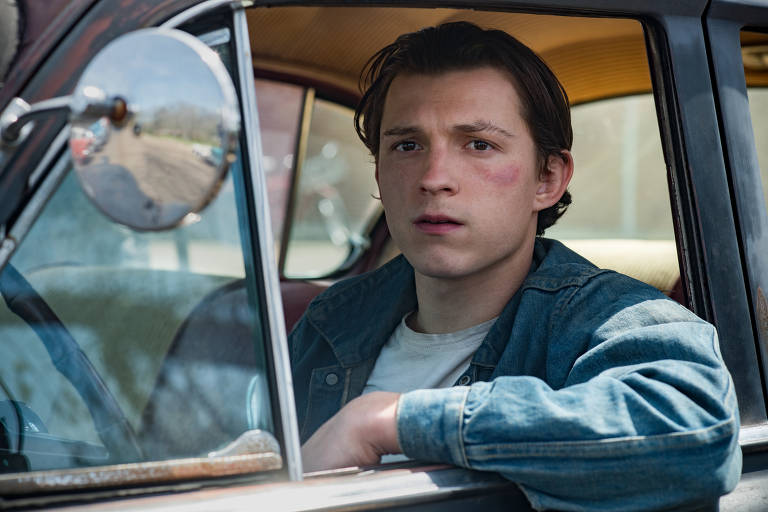 "Tom Holland em cena do filme ""O Diabo de Cada Dia"", da Netflix"