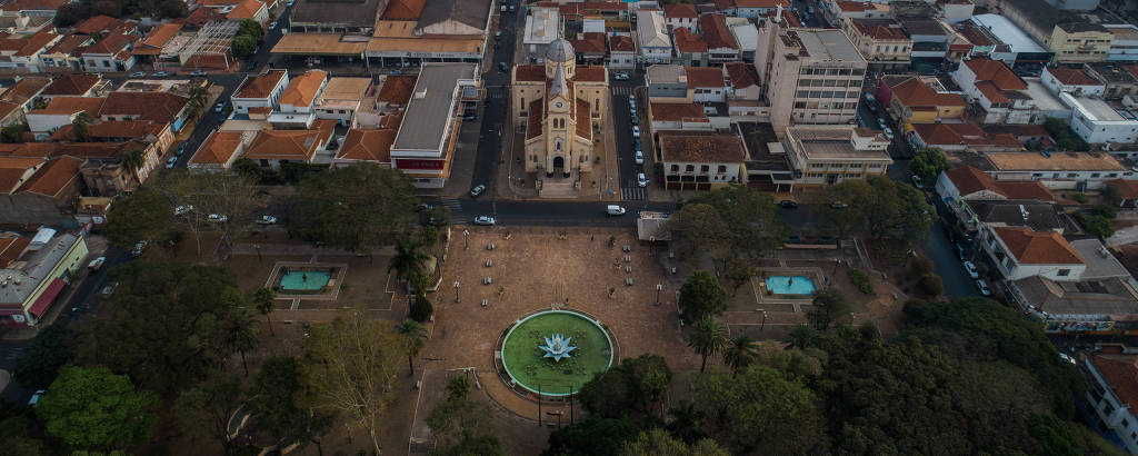 A praça da fonte, no centro de Jaboticabal