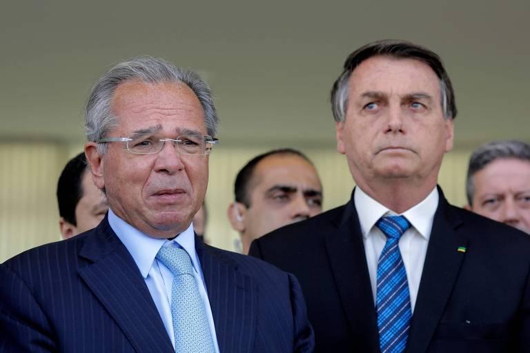 O ministro Paulo Guedes (Economia) ao lado do presidente Jair Bolsonaro (sem partido)