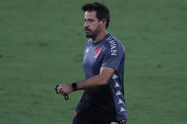 Vasco demite o técnico Ramon Menezes