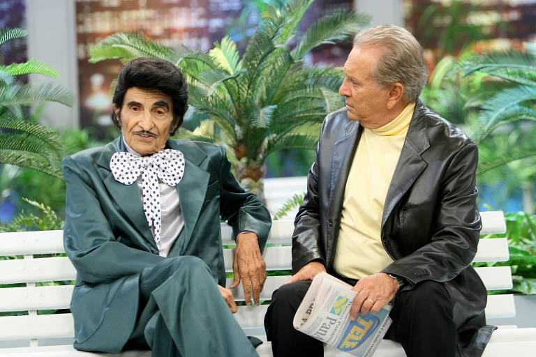 """Zé Bonitinho (Jorge Loredo) e Carlos Alberto de Nóbrega em """"A Praça É Nossa"""""""