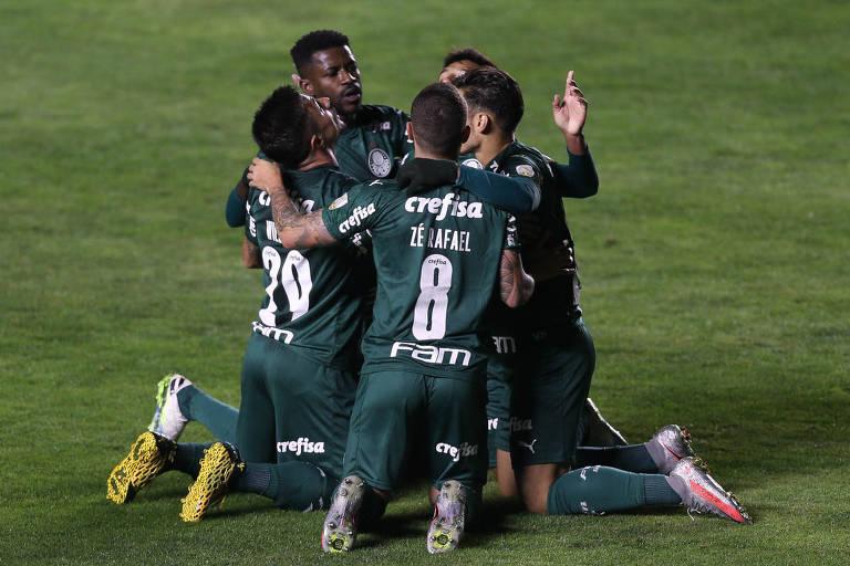 O jogador Willian, do Palmeiras, comemora gol contra o Bolívar