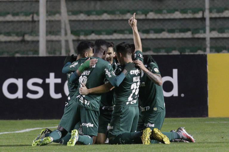 Jogadores do Palmeiras celebram um dos gols da vitória por 2 a 1 sobre o Bolívar, em La Paz