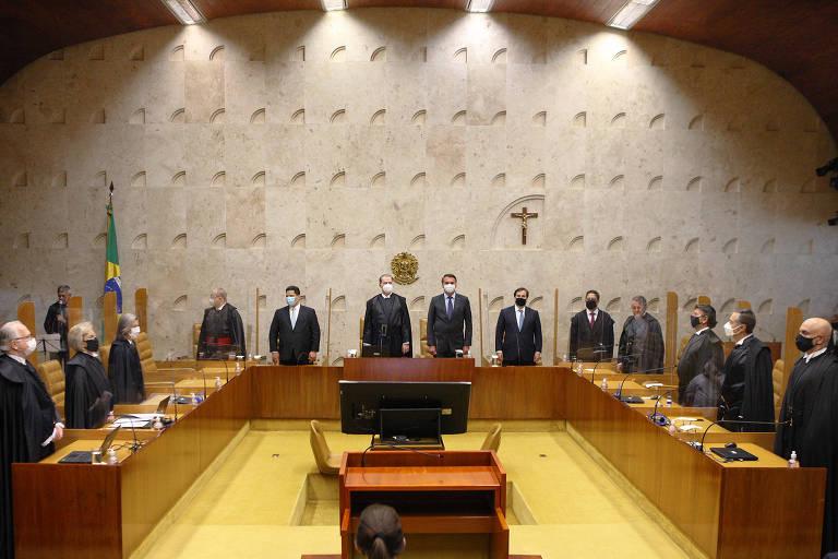O ministro Dias Toffoli recebe homenagem e preside sua última sessão como presidente do Supremo Tribunal Federal