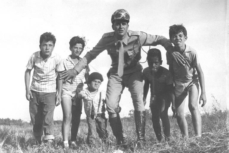 Veja fotos da primeira série da televisão brasileira