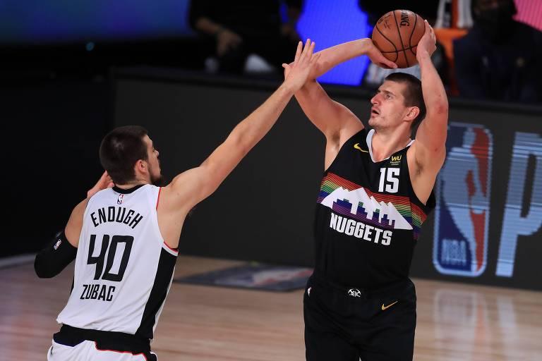 Jokic surpreende NBA com estilo de jogo e tipo físico pouco usuais