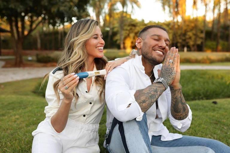 Lucas Lucco e a esposa Lorena anunciam gravidez