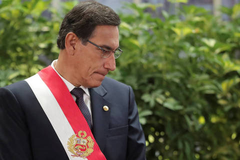 FILE PHOTO: Peru's President Martin Vizcarra attends a swearing-in ceremony at the government palace in Lima, Peru October 3, 2019. REUTERS/Guadalupe Pardo/File Photo ORG XMIT: FW1