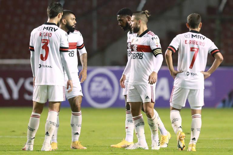 Jogadores do Flamengo reunidos na partida pela Libertadores que terminou com goleada do Independiente del Valle por 5 a 0