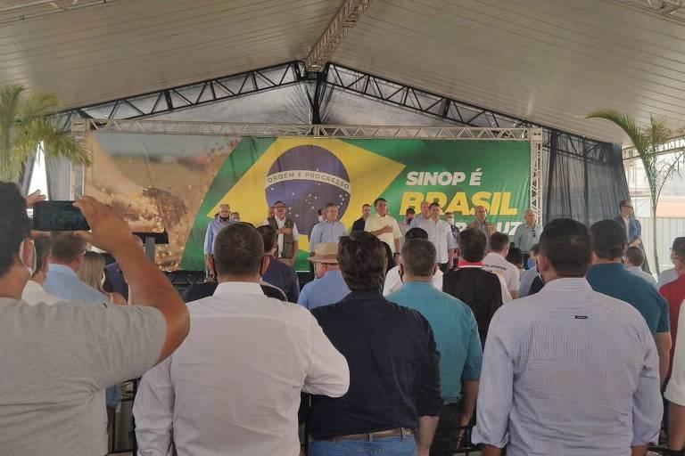 O presidente Jair Bolsonaro discursa em evento em Sinop, no norte de Mato Grosso